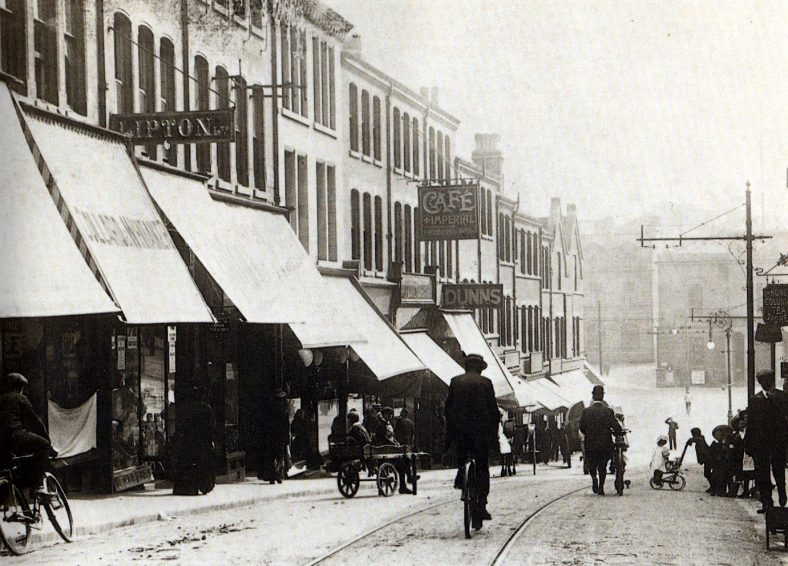 Old black and white photo of Leeming Street in the 1900s.
