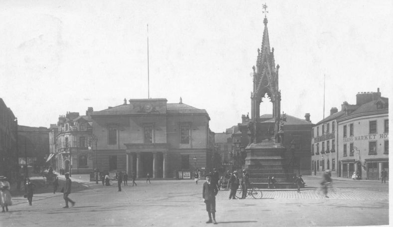 Old black and white photo of Mansfield Market Place in 1910
