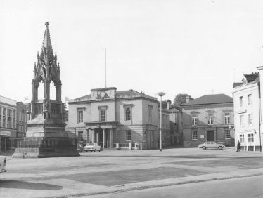 Old black and white photo of Mansfield Market Place with the Town Hall and Bentinck Memorial in 1969