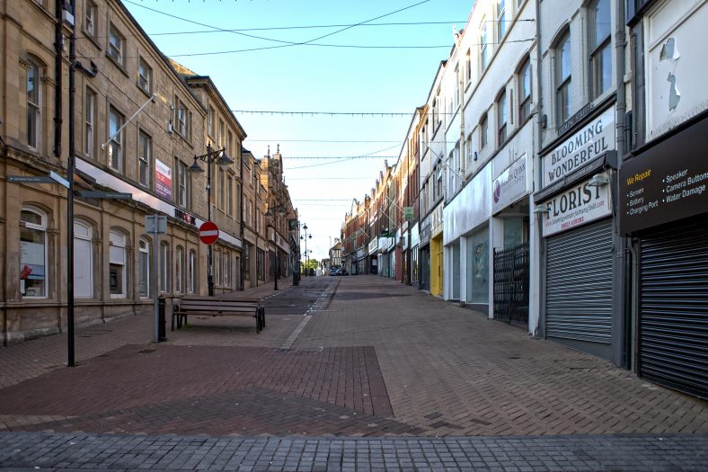 Looking up a deserted Leeming Street from the Market Place | Nukshi Velebny