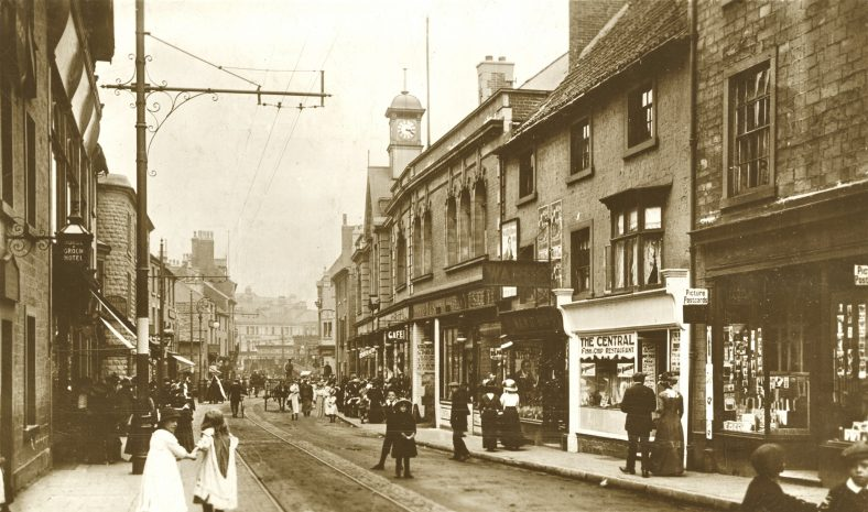 Old sepia photo of Stockwell Gate facing the Market Place in 1913